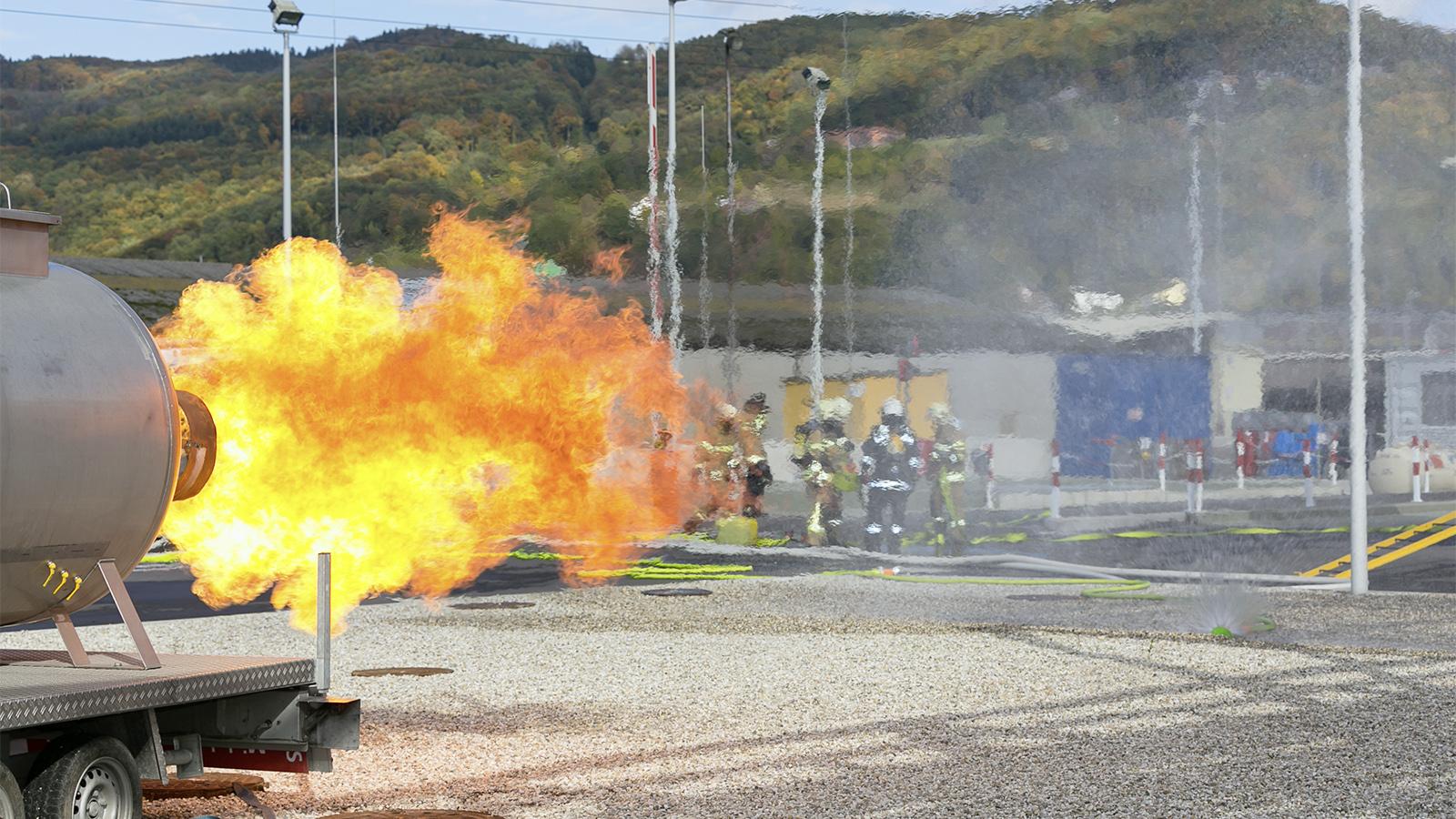 Explosion mit großem Feuerball